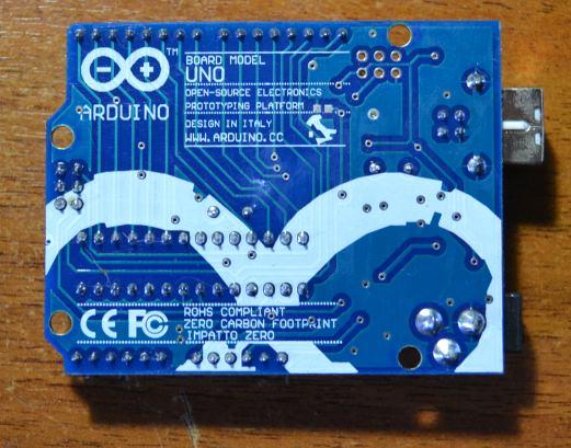 Arduino UNO, вид cнизу