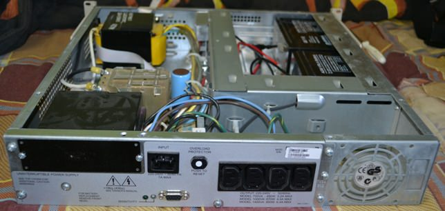Smart-UPS 700VA RM 2U задняя панель